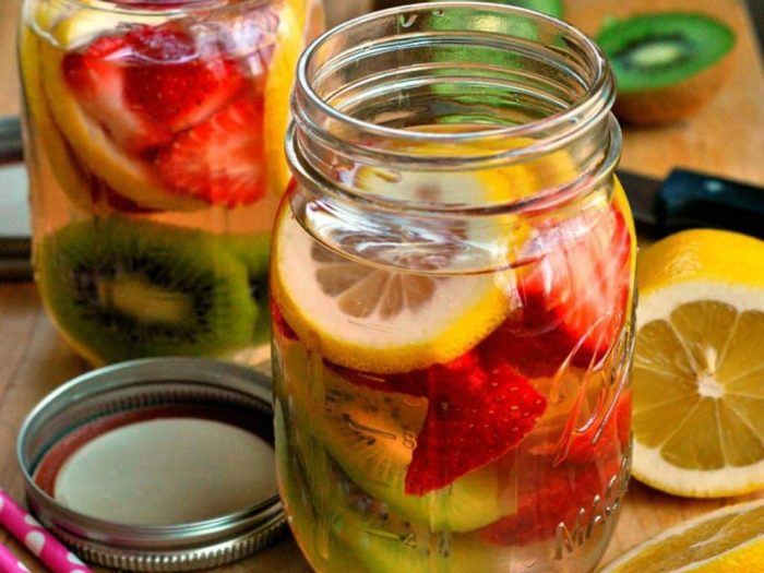 Strawberry-kiwi-detox-water-1024x768